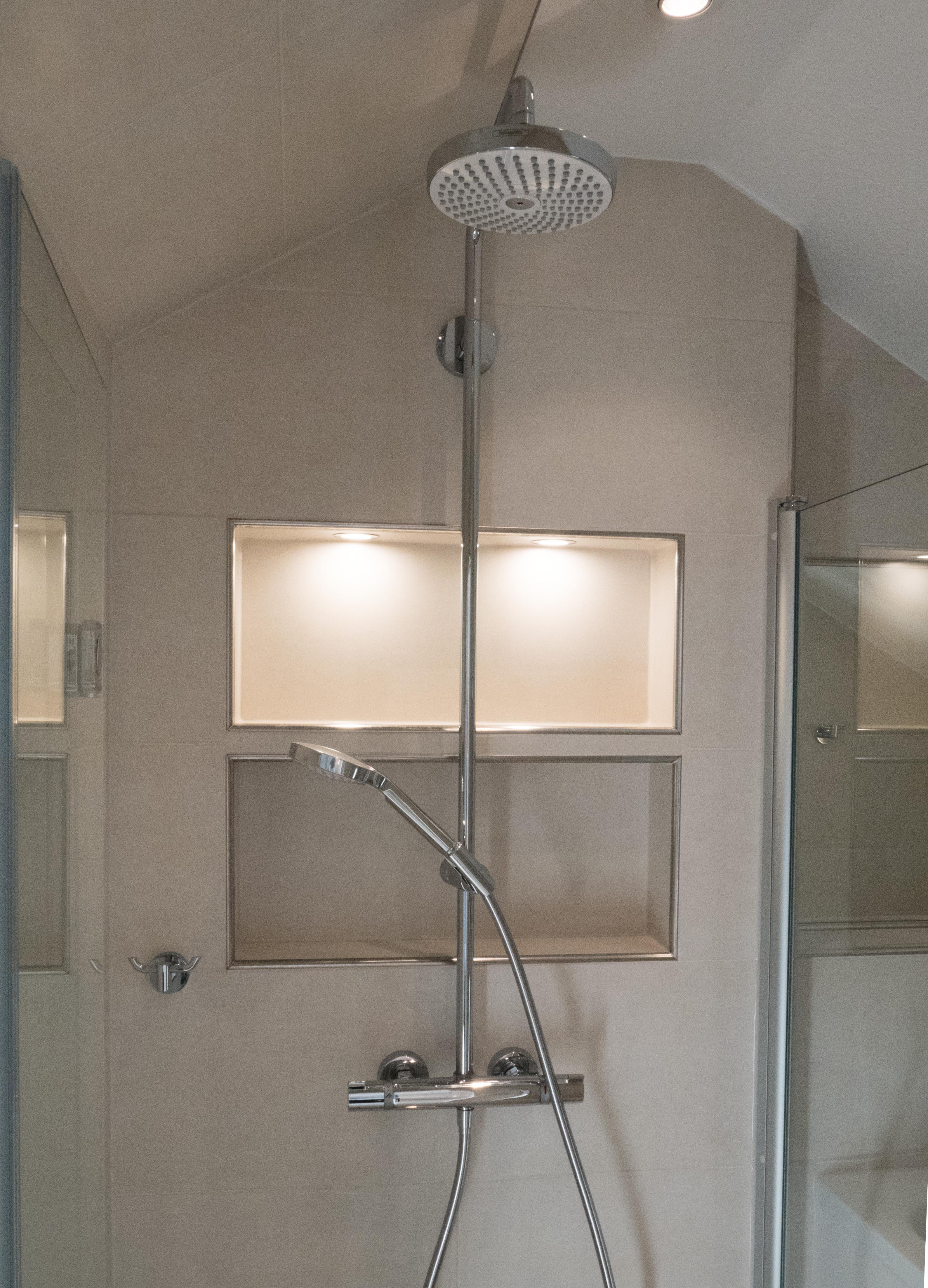Dachschräge Dusche